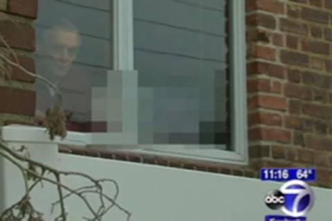 Βάζει στα παράθυρα πορνό φωτογραφίες για να διώξει τους... γείτονες! (video)