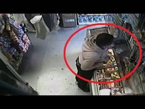 Απίστευτο: Έκλεψε μπανάνα και προσποιήθηκε ότι ήταν όπλο (βίντεο)