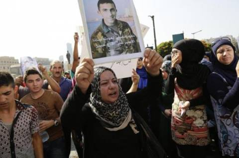 Νέο βίντεο-σοκ με δολοφονία λιβανέζου στρατιώτη (video)