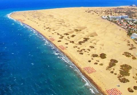 Εντυπωσιακό σκηνικό - Παραλία με τεράστιους αμμόλοφους!