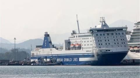 Κέρκυρα: Αποβιβάστηκαν τα οχήματα από το «Europa Link»