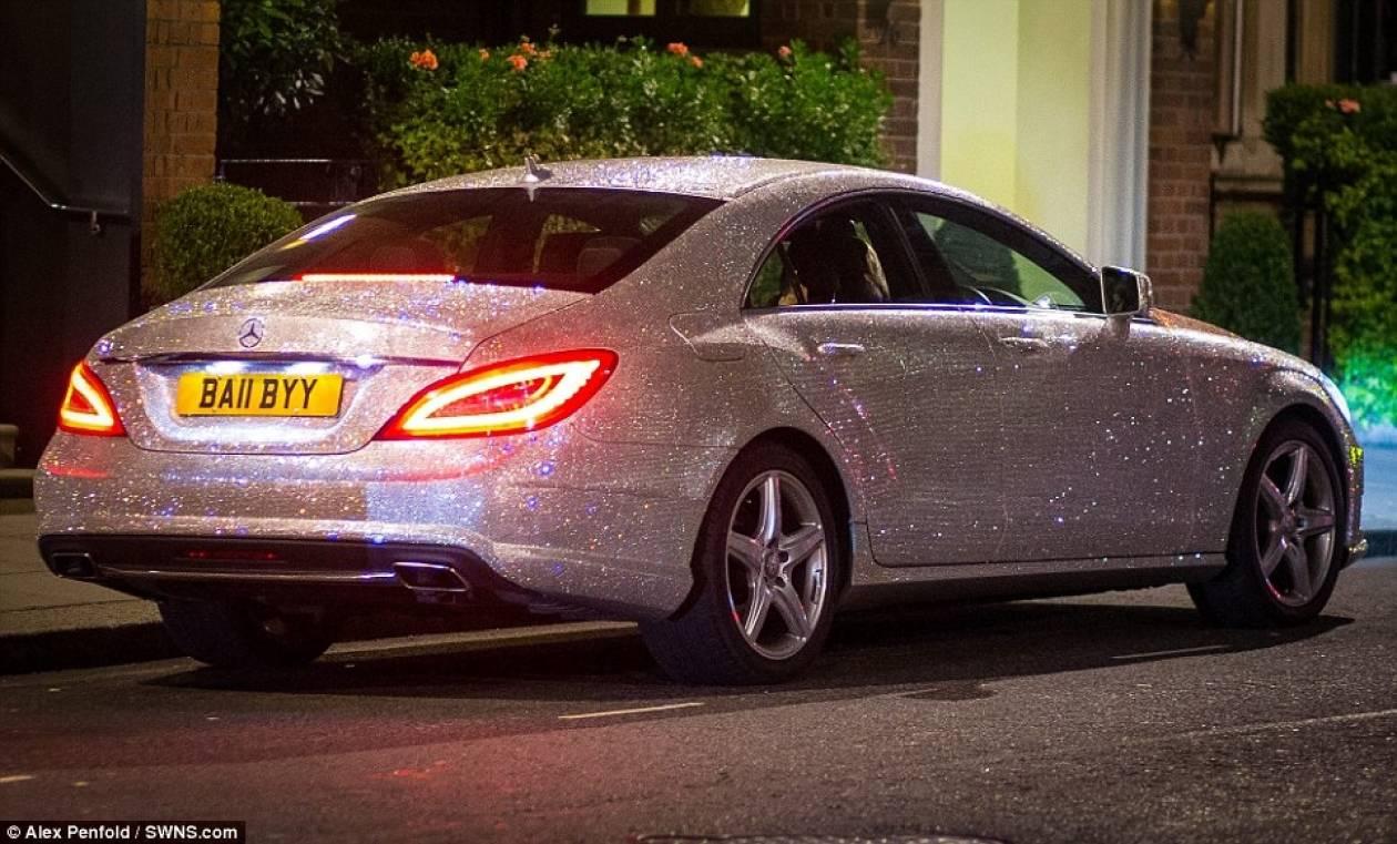 Ρωσίδα έχει καλύψει το αυτοκίνητο της με... ένα εκατομμύριο κρύσταλλα! (pics)