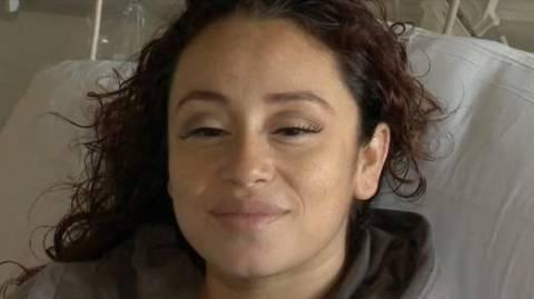 Γέννησε στη μέση του δρόμου με τη βοήθεια του συζύγου της! (pics+video)