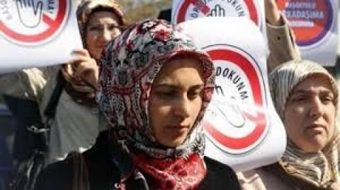 Άρση της απαγόρευσης της μαντίλας στα σχολεία από 10 ετών και άνω στην Τουρκία