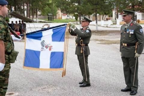 Απονομή Ταξιάρχη Αριστείου Ανδρείας στην Πολεμική Σημαία του 1ου ΣΠ