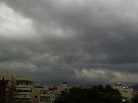 Αγριεύει ο καιρός: Βροχές, καταιγίδες και χαλάζι