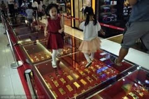 Διάδρομος στρωμένος με... ράβδους χρυσού! (pics)