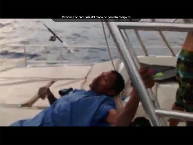 Μεξικό: Ναυαγός επέζησε για 8 ημέρες στη θάλασσα τρώγοντας γλάρο! (vid+pics)