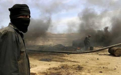 Σταμάτησε η παραγωγή σε συριακές πετρελαιοπηγές που ελέγχει το ΙΚ
