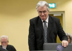Ισόβια στον Κάρατζιτς ζητά ο εισαγγελέας του Διεθνούς Ποινικού Δικαστηρίου