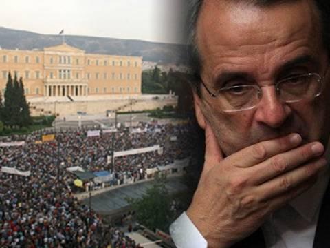 Τα σκάνδαλα «γκρεμίζουν» την κυβέρνηση Σαμαρά
