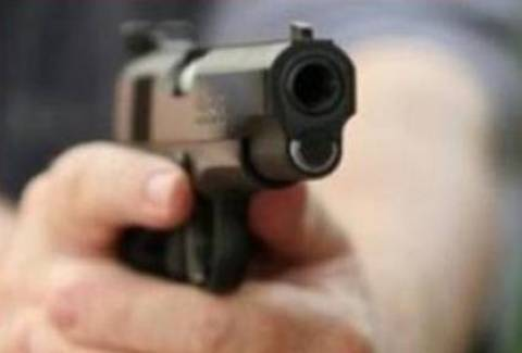 Ιωάννινα: Βγήκε στο μπαλκόνι και πυροβολούσε περιστέρια