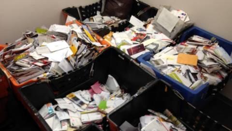 Ταχυδρόμος ξέχασε να παραδώσει 40.000 γράμματα