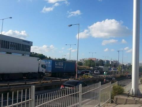 Κυκλοφοριακό κομφούζιο στην Ε.Ο Αθηνών –Λαμίας (pics-vid)