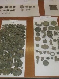 Συνελήφθη 72χρονος με πλήθος αρχαίων νομισμάτων και όπλων (pics-vid)