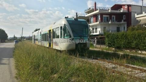 Λαμία: Σύγκρουση τρένου με ΙΧ - Μεθυσμένος ο οδηγός της αμαξοστοιχίας (pics)