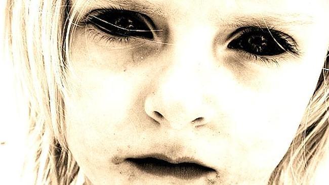 Βρετανία: Το «παιδί με τα μαύρα μάτια» επέστρεψε!