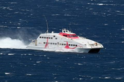 Φολέγανδρος: Ταλαιπωρία για επιβάτες πλοίου λόγω κακοκαιρίας