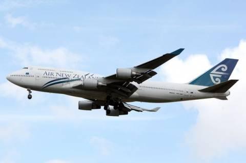 Αεροπλάνο έριξε... περιττώματα σε σπίτι