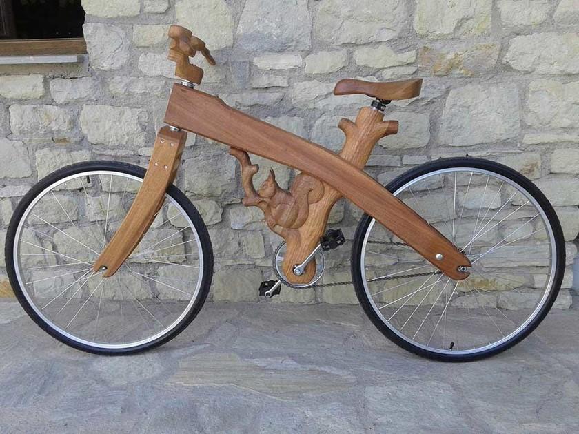 Ξύλινο ποδήλατο… έργο τέχνης στα Τρίκαλα! (pics)