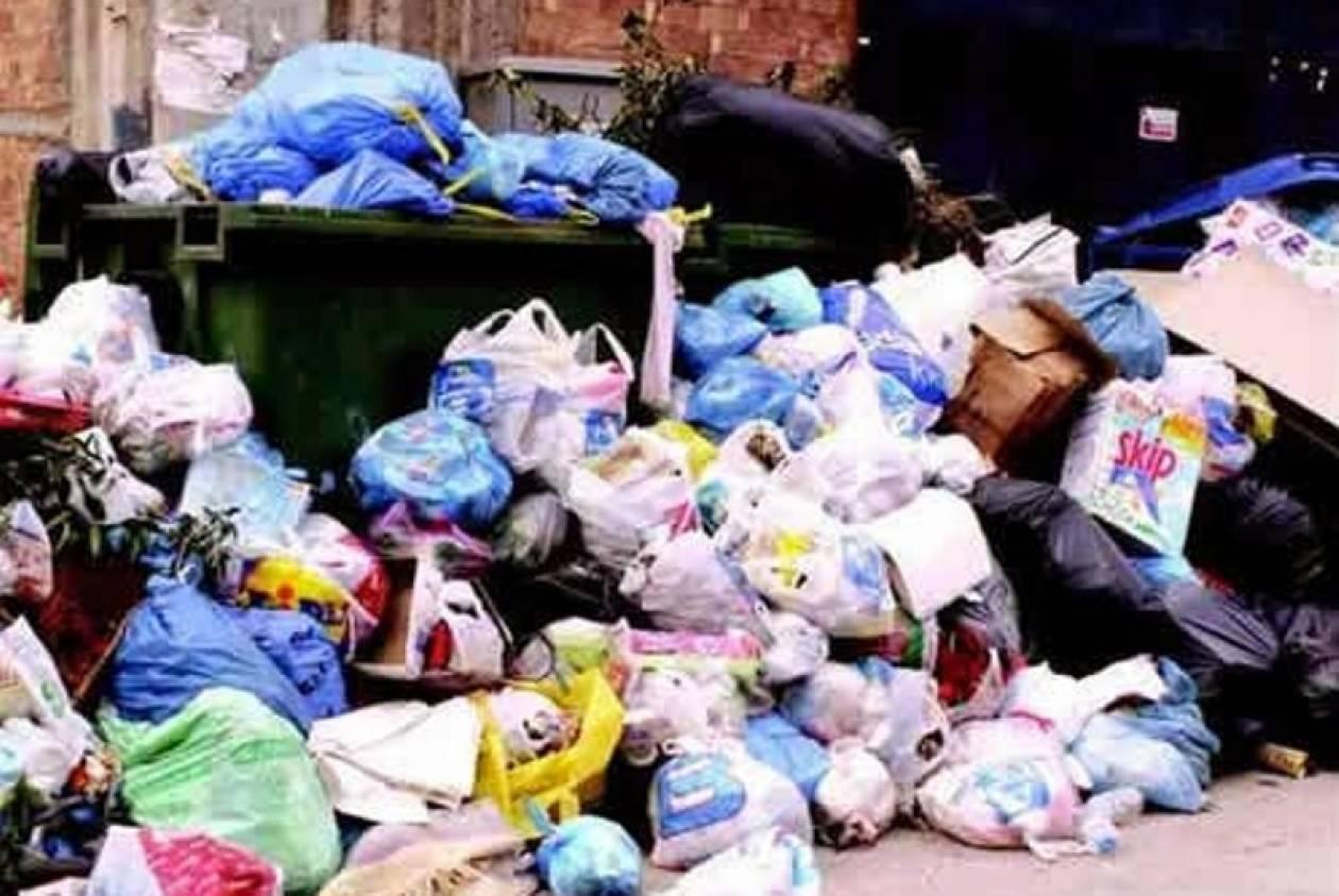 Τρίπολη: Λόφοι σκουπιδιών στους δρόμους της πόλης