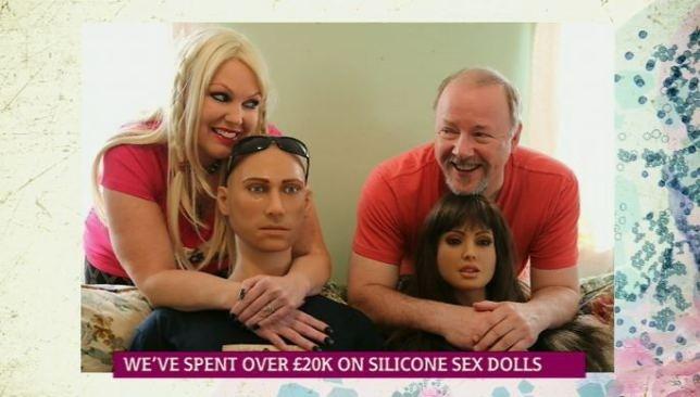 Γνωρίστε το ζευγάρι που ξόδεψε 30.000 ευρώ για... κούκλες σιλικόνης (pics)
