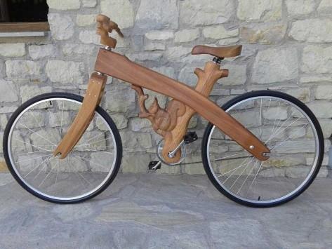 Τρίκαλα: Το ξύλινο ποδήλατο που «σαρώνει» στα social media (pics)!