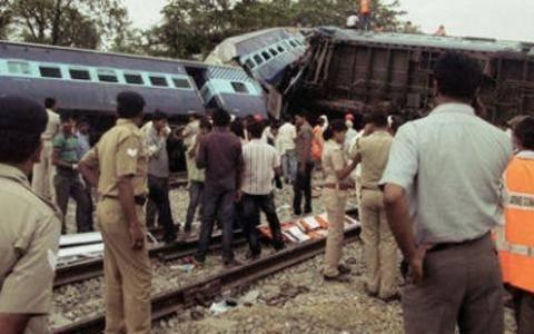 Ινδία: Σύγκρουση τρένων με τουλάχιστον 12 νεκρούς