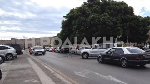Πληγή παραμένει το κυκλοφοριακό και η στάθμευση στην πόλη της Ρόδου