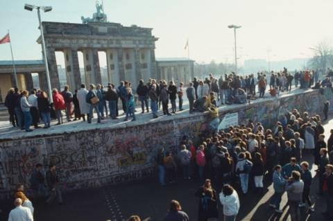 Μόλις οι μισοί Ανατολικογερμανοί επωφελήθηκαν από την πτώση του Τείχους!