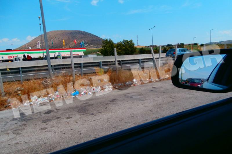 Απέραντος σκουπιδότοπος οι αυτοκινητόδρομοι