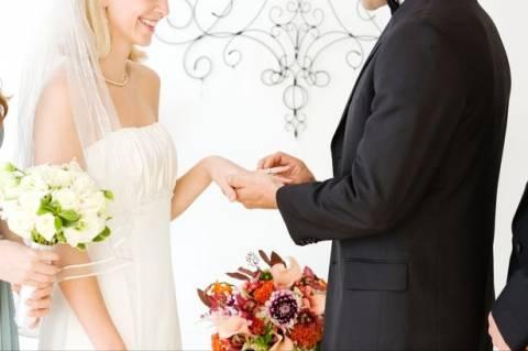 Δεν υπάρχει! Παντρεύτηκε... μόνη της (pic)