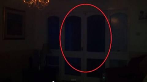 Ανατριχιαστικό: Ζει σε στοιχειωμένο σπίτι και καταγράφει τις εμπειρίες του