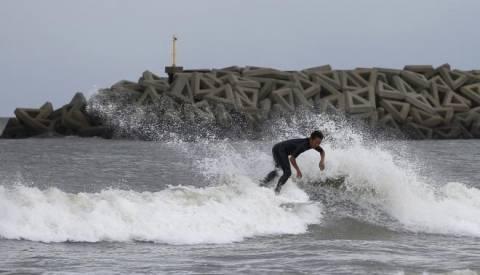 Ιαπωνία: Σαρώνει ο τυφώνας Φανφόν αφήνοντας πίσω του τέσσερις νεκρούς