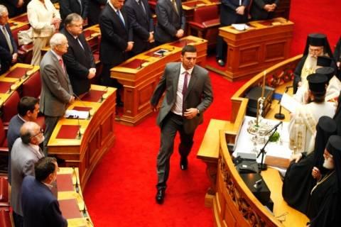 Ο Κικίλιας ξανά σε ρόλο γιατρού – Λιποθύμησε υπάλληλος της Βουλής