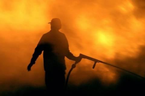 Αττική: Λαχτάρησαν με φωτιά σε οικόπεδο στην Λυκόβρυση