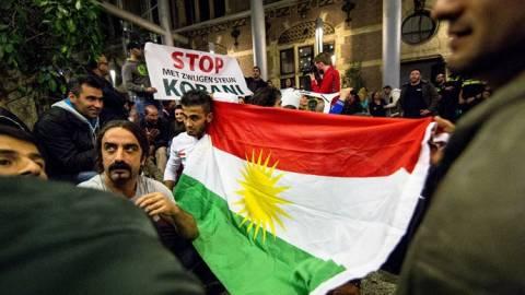 Ολλανδία: Κούρδοι διαμαρτυρόμενοι για το ΙΚ εισέβαλαν στο κοινοβούλιο της Χάγης (vid)