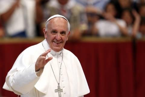Σπάει την παράδοση σε σύνοδο ο πάπας Φραγκίσκος: Καταργεί τα λατινικά – Προωθεί τα ιταλικά