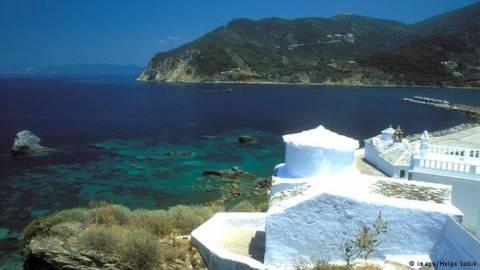 Handelsblatt: Ο τουρισμός δίνει ώθηση στην ανάπτυξη