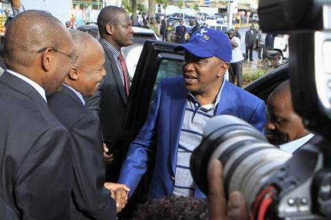 Αναχώρησε για το Διεθνές Ποινικό Δικαστήριο της Χάγης ο πρόεδρος της Κένυας