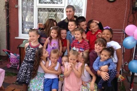 Πέθανε στα 56 του ο σούπερ μπαμπάς με τα 16 παιδιά και τα 33 εγγόνια (pics)