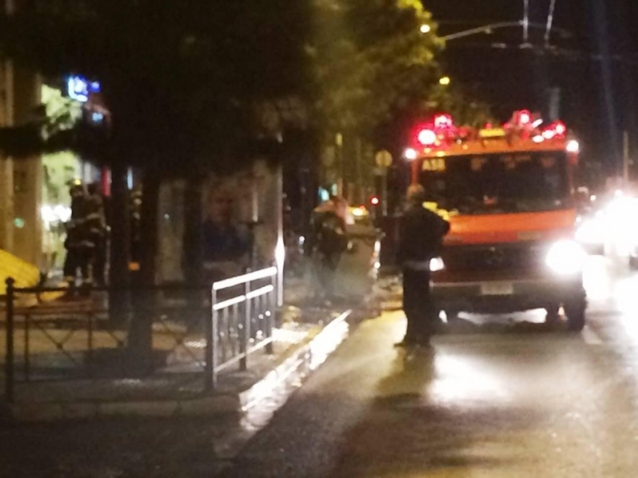 Αττική: Φωτιά σε μαγαζί ενοικίασης αυτοκινήτων (pics)