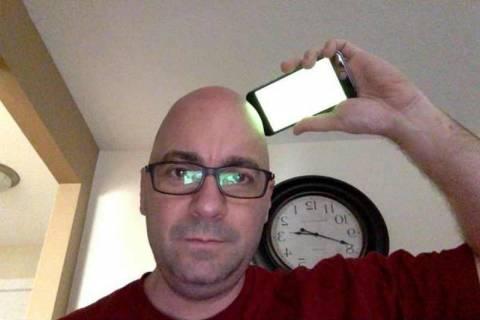 Το iPhone 6 όχι μόνο λυγίζει, αλλά... ξυρίζει κιόλας! (vids)