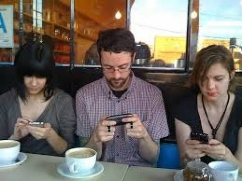 Χρησιμοποιούμε το «έξυπνο» κινητό πάνω από 1.500 φορές την ημέρα!