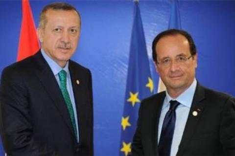 «Ζώνη ασφαλείας» στη Συρία ζητά και ο Ολάντ