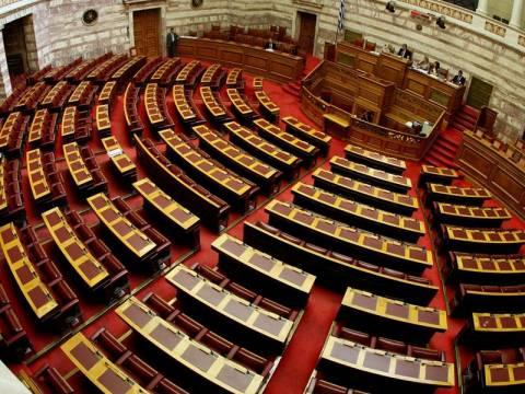 Βουλή: Ενός λεπτού σιγή για το θάνατο των τριών οπλιτών
