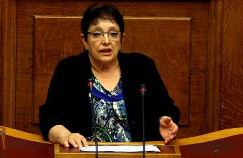Βουλή: Επίθεση σε Ν.Δ. και ΣΥΡΙΖΑ από την Αλ. Παπαρήγα