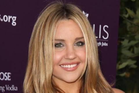 ΗΠΑ: Ηθοποιός ισχυρίζεται ότι έχει μικροτσίπ στο κεφάλι της!
