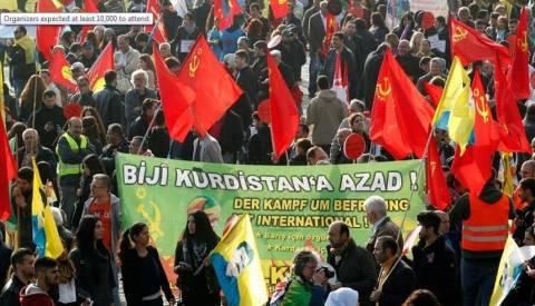 Γερμανία: Ειρηνική διαδήλωση από 20.000 Κούρδους κατά των τζιχαντιστών