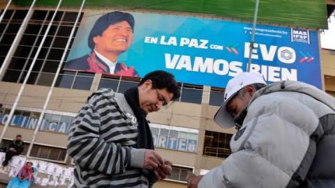 Άνοιξαν οι κάλπες στη Βολιβία